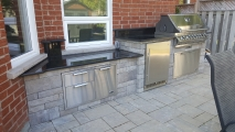<h5>Outdoor Barbecue Kitchens</h5>